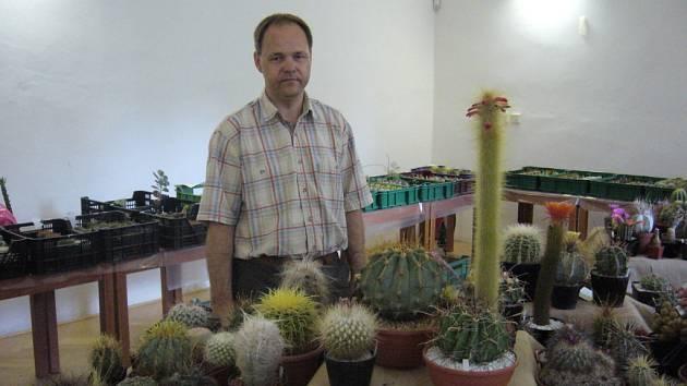 Karel Čadek u svých kaktusů.