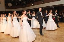 Ples ZŠ UNESCO zahájila polonéza.