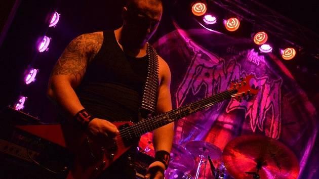 Metalové koledy. I tak by se s určitou nadsázkou daly nazvat skladby, které v sobotu 17. prosince zněly uherskohradišťským klubem Mír.