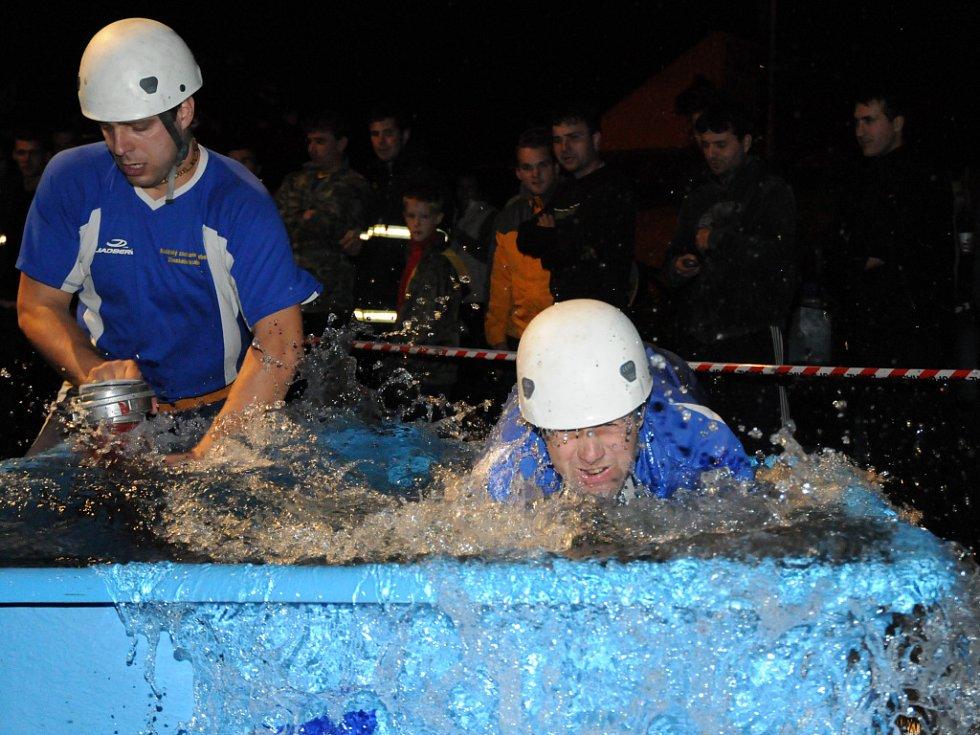 V Uherském Brodě konaly již osmé závody v nočním požárním útoku.