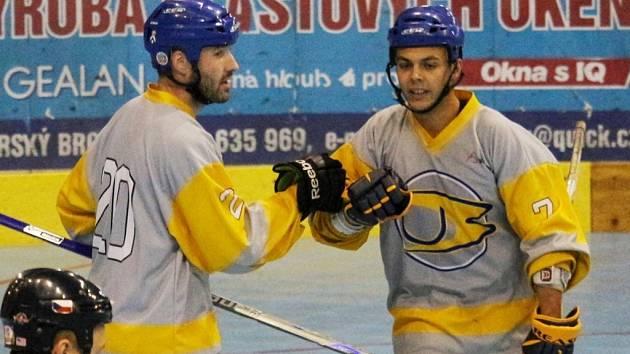 Ani dvě branky Jana Heči (vlevo) brodským in-line hokejistům ve Zlíně na zisk bodů nestačily.