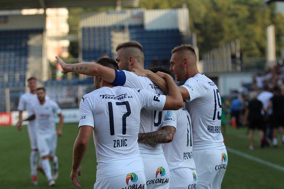 Fotbalisté Slovácka (v bílých dresech) v 8. kole FORTUNA:LIGY hostili Mladou Boleslav.