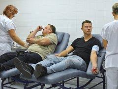 """Na 110 dobrovolníků přišlo ve čtvrtek 25. října do hematologicko transfuzního oddělení Uherskohradišťské nemocnice darovat svou krev. Připojili se k tradiční akci rádia Kiss """"Půl litru naděje"""". Jejím hlavním smyslem je především přilákat mladé prvodárce."""