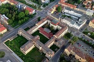 Areál někdejšího kriminálu v Uherském Hradišti z ptačí perspektivy. Ilustrační foto.
