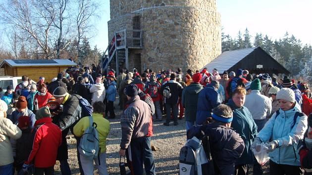 Za krásného a mrazivého počasí si stovky turistů vyšláply na Brdo.