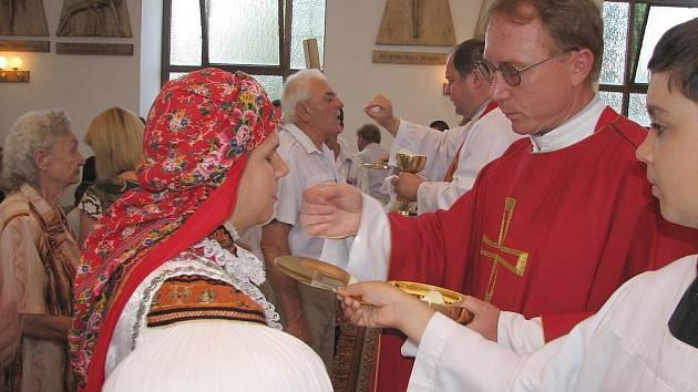 Slavnostní mše svatá k výročí faráře Marečka se konala ve zlechovském kostele.