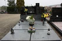 Symbolický hrob Patrika Františka Kužely na vlčnovském hřbitově.