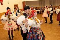 KROJOVÁ KRÁSA. Na pátém krojovém bále v Kudlovicích panovala příjemná taneční i společenská atmosféra.
