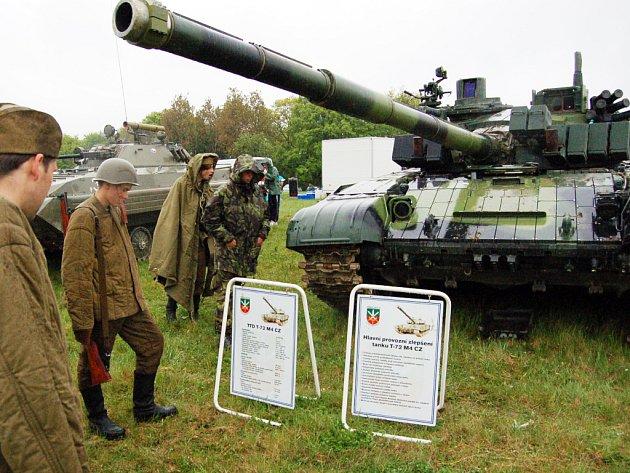 Na korytňanských l´kách v sobotu nechyběla ani těžká technika z druhé světové války. Na bitevním poli byl k nepřehlédnutí tank T-72 M 4 CZ.