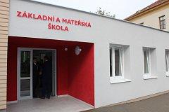 Po kompletní rekonstrukci se vracejí žáci ZŠ a MŠ Uherské Hradiště, Šafaříkova do obnovených prostor. Po dobu necelého roku probíhalo vyučování v jedné z budov Hradišťské nemocnice.