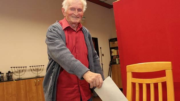 Devadesátiletý Jaroslav Pokorák poprvé hlasoval v prezidentských volbách v Domově pro seniory v Buchlovicích.