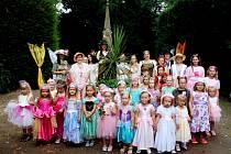 Zámecká zahrada v Buchlovicích ožila v neděli odpoledne dětmi i pohádkovými stvořeními.