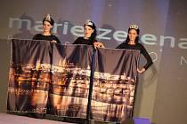 Módní přehlídka v Ostrožské Nové Vsi představila mimo jiné také nové večerní a sváteční modely.