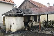 Požár udírny a přilehlého přístřešku v Pitíně likvidovali v pátek 1. března těsně před polednem spolu s místními dobrovolnými hasiči také hasiči z Bojkovic a profesionálové ze Slavičína.