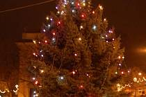 Na Kateřinském jarmarku v Uh. Brodě rozsvítili vánoční strom
