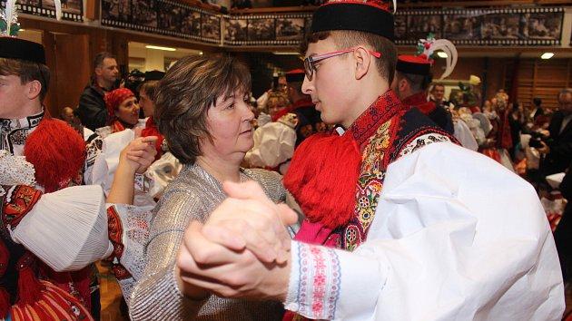 Krojový ples ve Vlčnově 2020