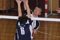 Petr Karabec v rozhodujícím pátém čtvrtfinálovém duelu proti ČZU Praha válel jako zamlada.