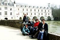 Studenti a pedagogové ve Francii.