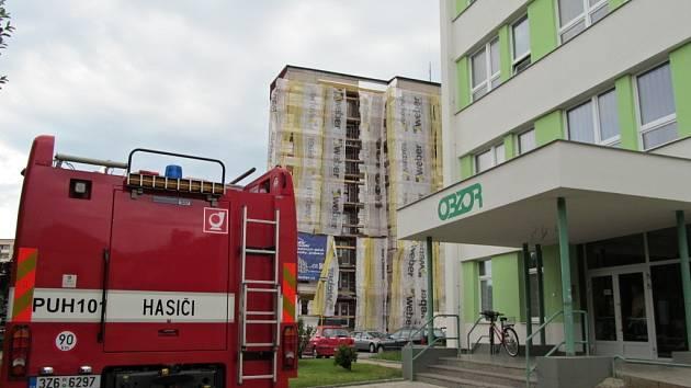 Velký rozruch a evakuaci obyvatel dvou panelových domů způsobil v pondělí 10. června kolem 16. hodiny v Uherském Hradišti nález bedny plné schránek s trhavinou ze II. světové války.