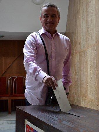 Kancléř Vratislav Mynář volil doma vOsvětimanech na Slovácku. Netajil se tím, že dal hlas svým zemanovcům, na jejichž krajské kandidátní listině figuruje jako lídr.