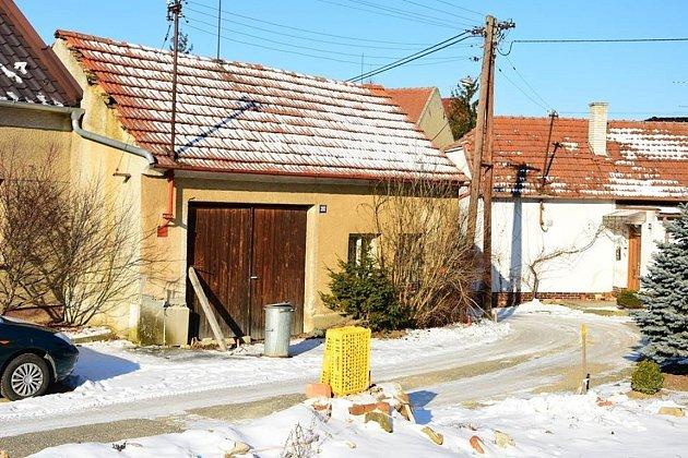 Demolovat kvůli sjízdnosti komunikace budou také v Hluku dům č.p. 282.
