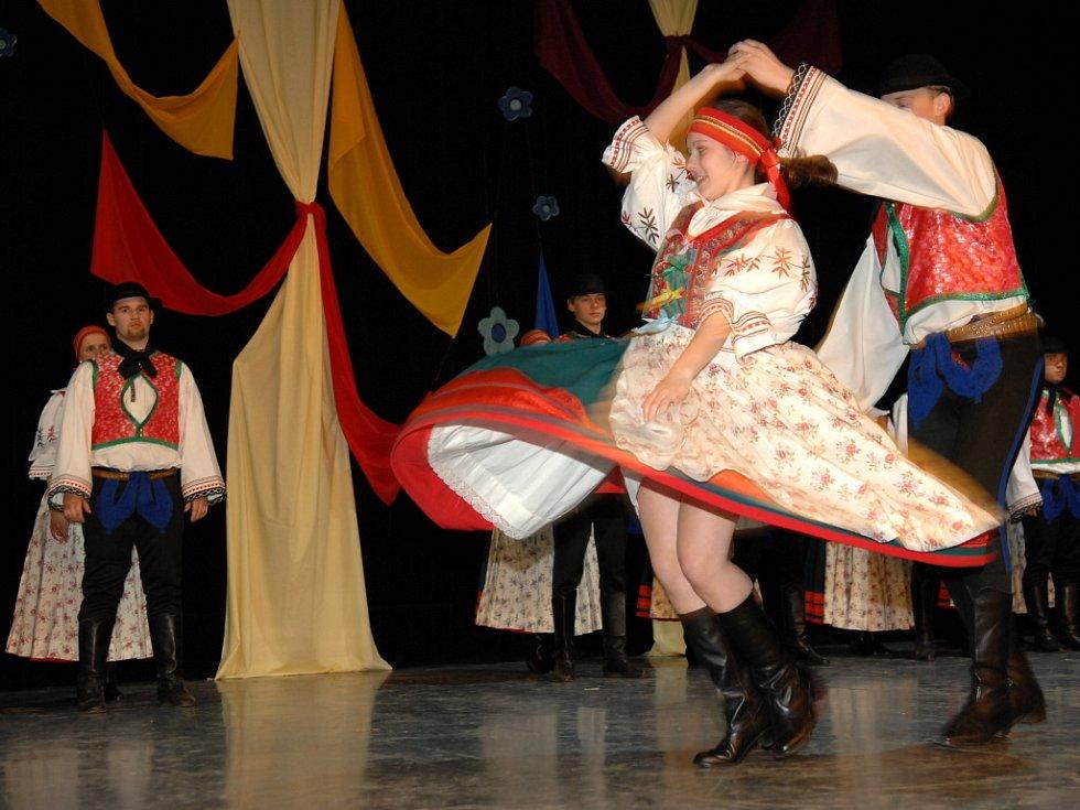 Diváci viděli hned několik druhů tanců.