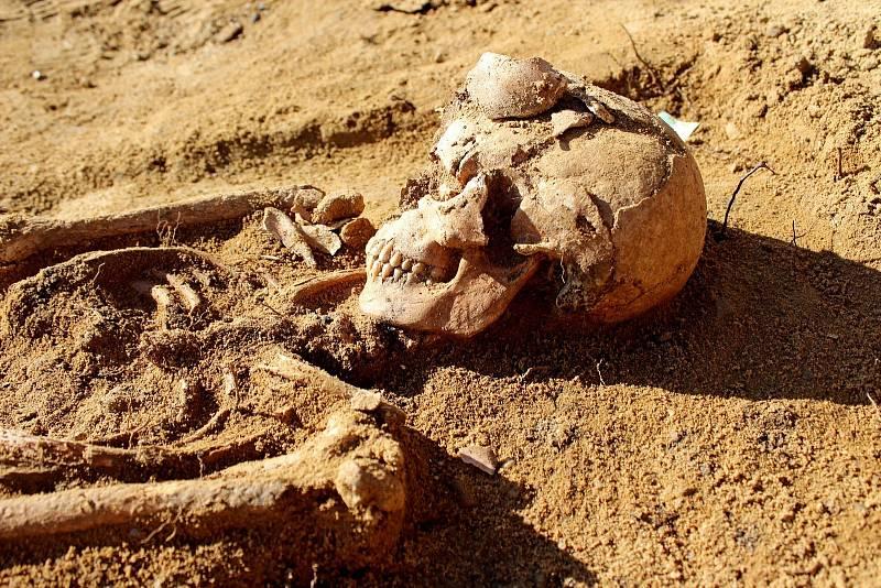 Další hroby Velkomoravanů objevili archeologové ve Starém Městě, při hloubení stavebních základů Cyrilometodějského centra  Na Valách.