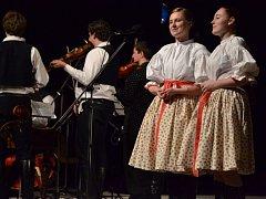Vánoční Slovácký večer v Uherském Brodu. Publiku se představila Olšava, Dolněmčan a Collegium Classic
