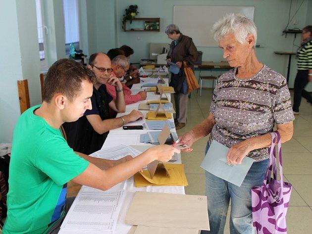 Mezi prvními voliči v jedné z volebních místností na ulici Jiřího z Poděbrad v Uherském Hradišti byla také Božena Svačinová.