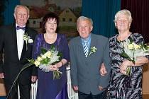 Oslavenci na dvojité zlaté svatbě. Zleva manželé Fornůskovi a Tichoňovi