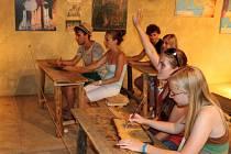 Studenti si vyzkoušeli, jak vyučoval staroslověnštinu arcibiskup Metoděj.