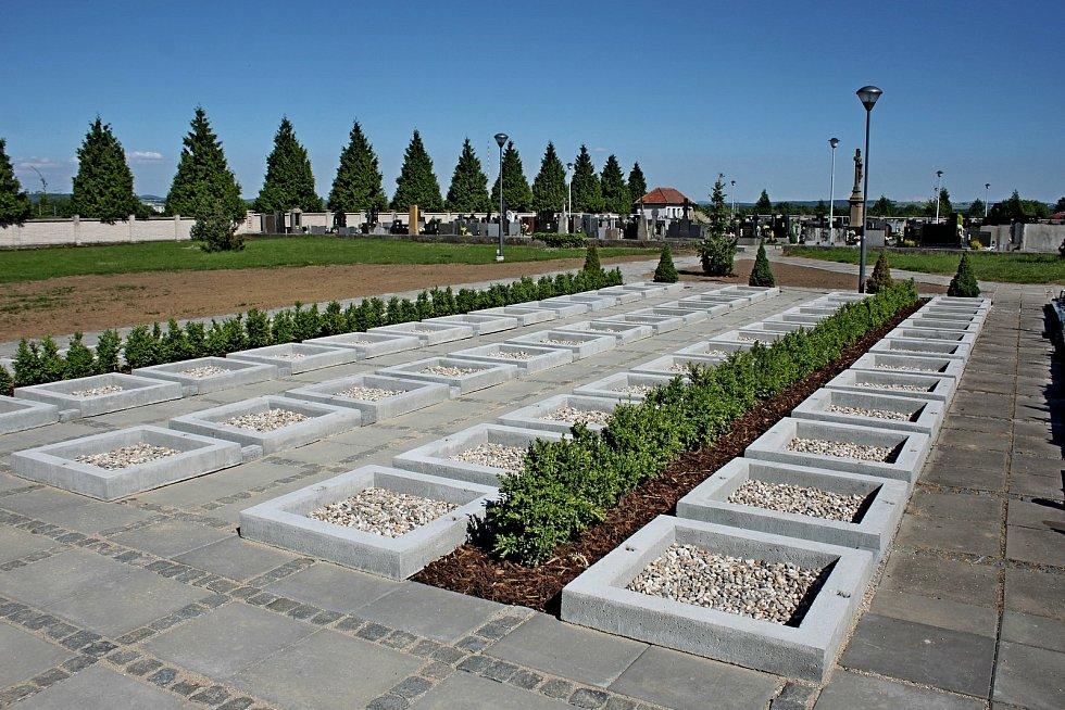 Prohlídka obce Babice. Hřbitov.