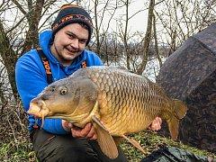 Alois Nosterský z Jankovic chytil na Uhliskách v sobotu 13. ledna 2018 kapra 14,2 kg a 91 cm.
