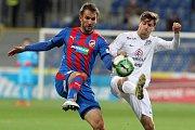 Ofenzivní záložník fotbalistů Slovácka Lukáš Sadílek (v bílém) má na poslední duel s Plzní nejlepší vzpomínky. Bude je mít i po sobotní domácí odvetě?