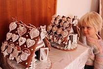 Perníkovou chaloupku obdivovala tříletá Lenka Bílková.