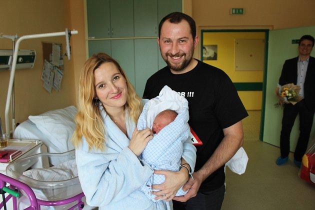 První miminko hradišťského okresu se narodilo v Uherskohradišťské nemocnici 1. 1. 2018 v 16.06 hodin. Adéle Zimčíkové a Petru Zemkovi z Vlčnova se narodil syn Patrik, 49 centimetrů a vážil 3040 gramů..