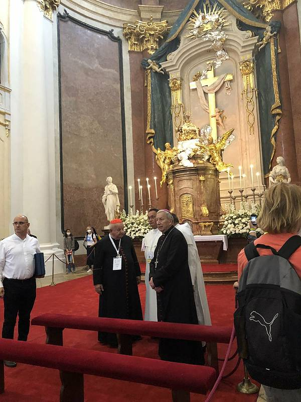 Poutníci z Dolního Němčí na setkání s papežem Františkem ve slovenském městečku Šaštín-Stráže.  Bazilika Panny Marie Sedmibolestné.