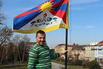 Svou podporu obyvatelům Tibetu vyjádřil vyvěšením vlajky za Městská kina Uherské Hradiště jejich ředitel Josef Korvas.