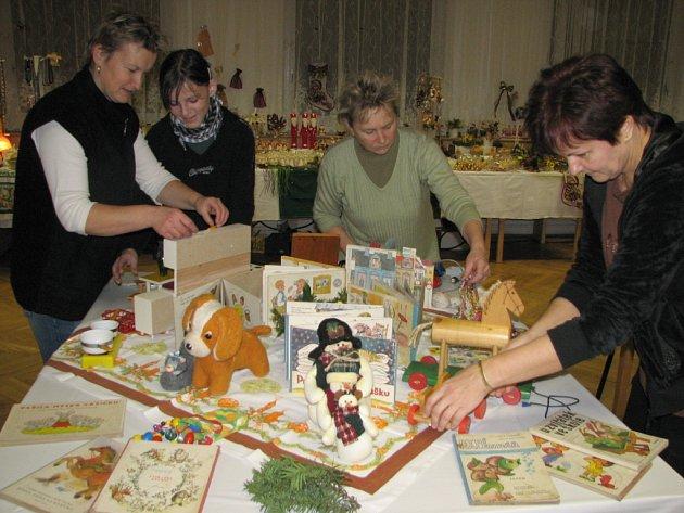 Jedna z expozic ukazuje, čím Ježíšek obdarovával děti ve druhé polovině minulého století.