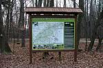 Lyžařská běžecká trasa přes Chřby - info tabule a mapa.
