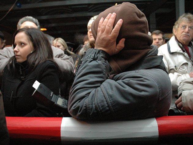 Zrušení hranice na Starém Hrozenkově se zúčastnily stovky lidí.