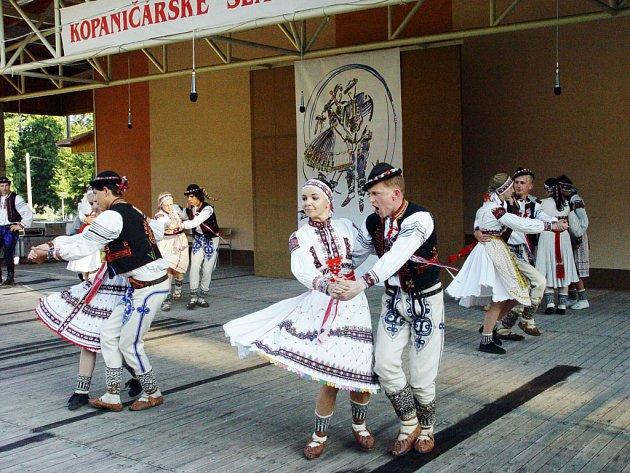 Folklorní soubor Kopaničár ze Starého Hrozenkova slaví letos 60. výročí.
