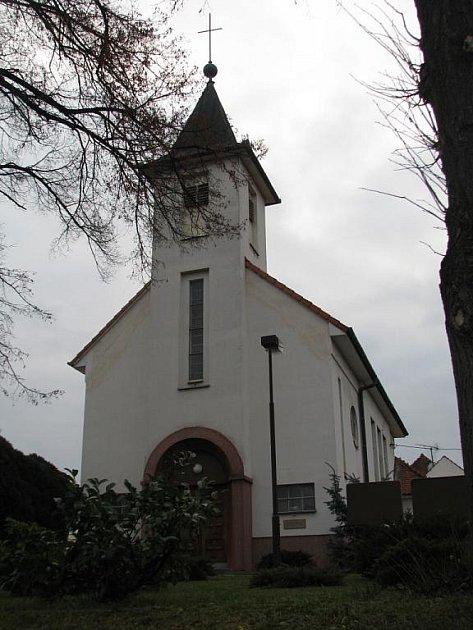 Kostel v Míkovicích.
