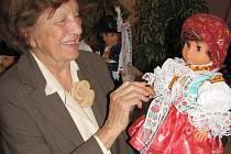 Půlmetrové panenky a panáčci v lidových oděvech z regionu zaujmou určitě návštěvníky buchlovického muzea.