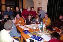 Historicky první diskuzní fórum se zástupci města přilákalo do Reduty desítky návštěvníků.