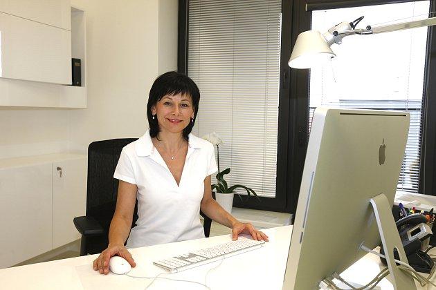 Lékařka Eva Dokoupilová se věnuje revmatologii.