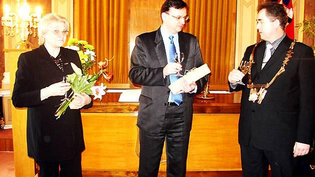 Českého politika i jeho slovenskou kolegyni přivítal na radnici v Uherském Hradišti starosta města (na snímku vpravo).