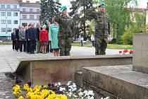 Zástupci Uherského Hradiště si osvobození města připomněli u Památníku osvobození na náměstí Míru.