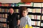 Slavnostního otevření knihovny se zúčastnil hradišťský děkan Jan Turko (vlevo) a velehradský farář Petr Přádka.