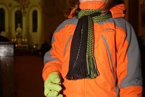 Jedno z dětí na ranních adventních rorátech, které ještě ze Slovácka tak zcela nevymizely.